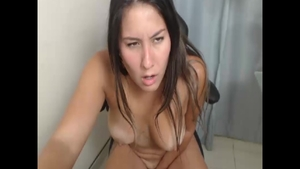 Masturbating along with bubble butt colombian amateur