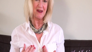 Busty mature Sapphire Louise likes fingering