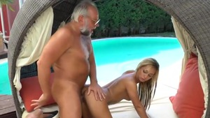 Tattooed and shaved blonde in heels masturbation outdoors