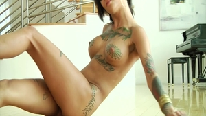 Tattooed babe Bonnie Rotten feels in need of rough fucking