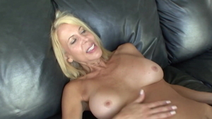Stepmom Erica Lauren has a taste for pussy sex HD