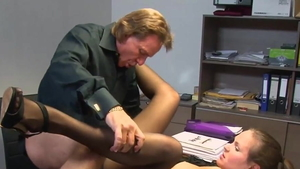 Cumshot in office among big butt young german girl