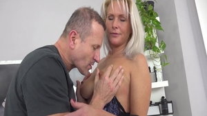 Erotic babe Kathy Anderson digs loud sex