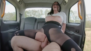 Babe Alisya Gapes rough gaping in taxi