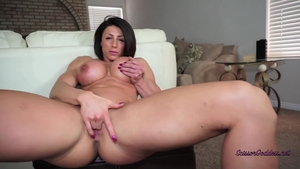 Solo muscle & large boobs female sexy dancing