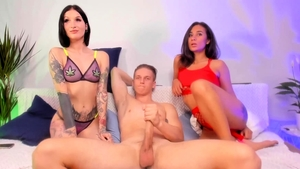 Threesome live on cam