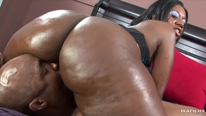 Hard slamming in company with beautiful ebony babe