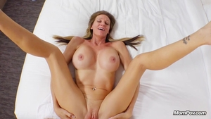 Mature pussy eating in HD
