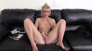 Pussy eating on the couch