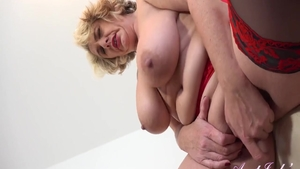Chubby babe rubbing solo
