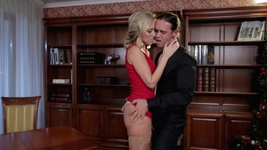 Blonde really likes raw sex