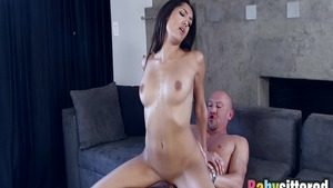 Thick latina babe Chloe Amour gets sloppy fucking