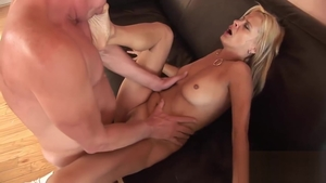 Raunchy dick sucking between stiff MILF Payton Leigh