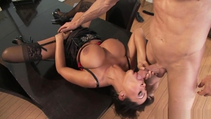 Pornstar Lisa Ann has a thing for raw fucking in stockings